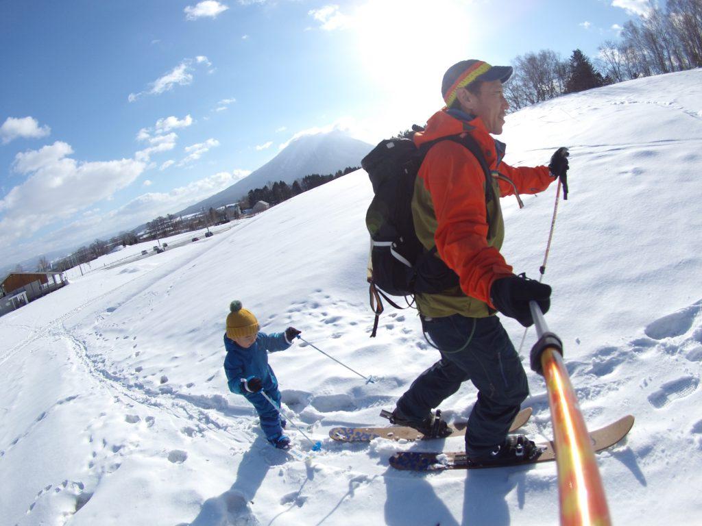 family-snowhike2