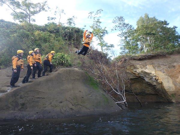 rafting-summer-cliff-jump